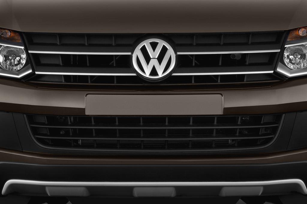VW Amarok Trendline Pritsche (2010 - heute) 4 Türen Kühlergrill und Scheinwerfer