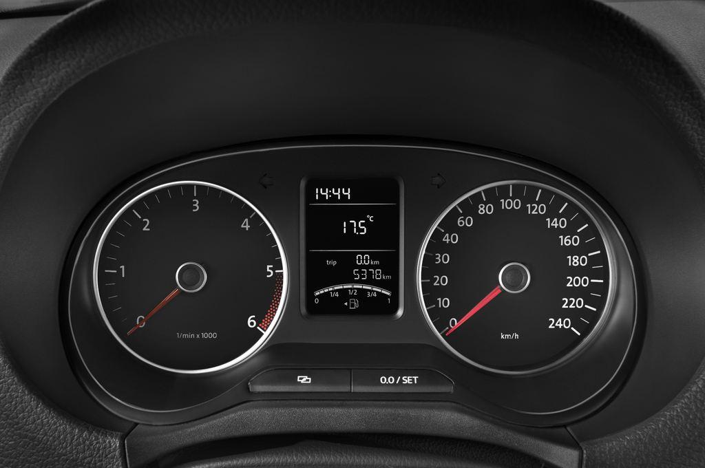 VW Amarok Trendline Pritsche (2010 - heute) 4 Türen Tacho und Fahrerinstrumente