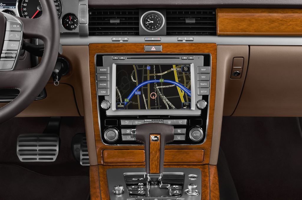 VW Phaeton - Limousine (2002 - 2016) 4 Türen Mittelkonsole