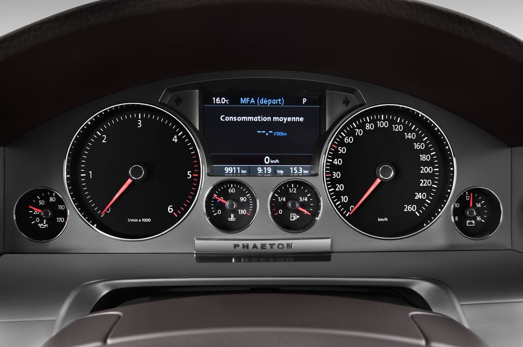 VW Phaeton V6 Limousine (2002 - 2016) 4 Türen Tacho und Fahrerinstrumente