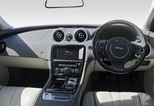 Jaguar XJ 3.0 V6 Kompressor AWD (seit 2015) Armaturenbrett