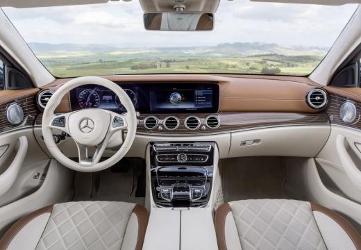 Mercedes-Benz E 220 d T 9G-TRONIC (seit 2016) Armaturenbrett