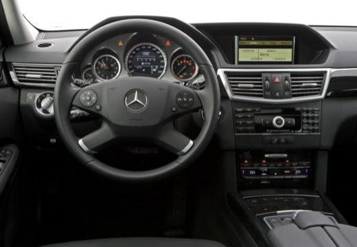 Mercedes-Benz E 300 T CDI DPF BlueEFFICIENCY 7G-TRONIC (2009-2010) Armaturenbrett