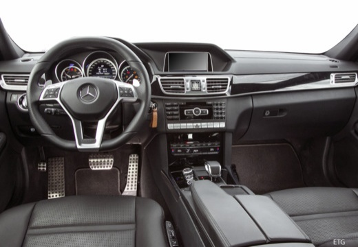 Mercedes-Benz AMG E 63 S 4Matic AMG Speedshift 9G-MCT (seit 2017) Armaturenbrett