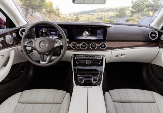 Mercedes-Benz E 300 Coupe 9G-TRONIC (seit 2016) Armaturenbrett