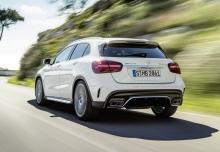 Mercedes-Benz AMG GLA 45 4Matic AMG Speedshift 7G-DCT (seit 2017) Heck + links