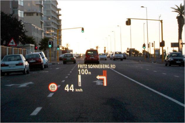 Für 1.390 Euro zu haben: Das Head-up-Display spiegelt auch Navi-Hinweise in die Windschutzscheibe. Es gibt kaum ein optionales Ausstattungs-Merkmal, bei dem die Kundenzufriedenheit so hoch ist