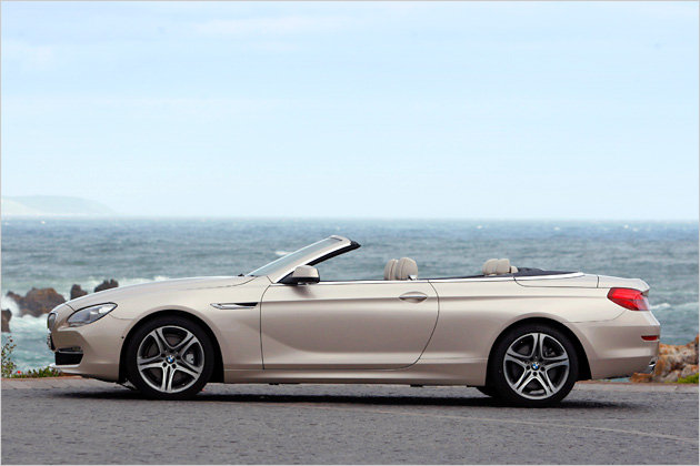 Die aufrecht stehende Fahrzeugnase sorgt dafür, das die Motorhaube des 650i Cabrio besonders lang wirkt