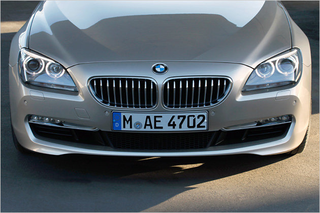 Der Kühlergrill, die sogenannte BMW-Niere, ist beim neuen 6er breit und zudem recht tief angeordnet