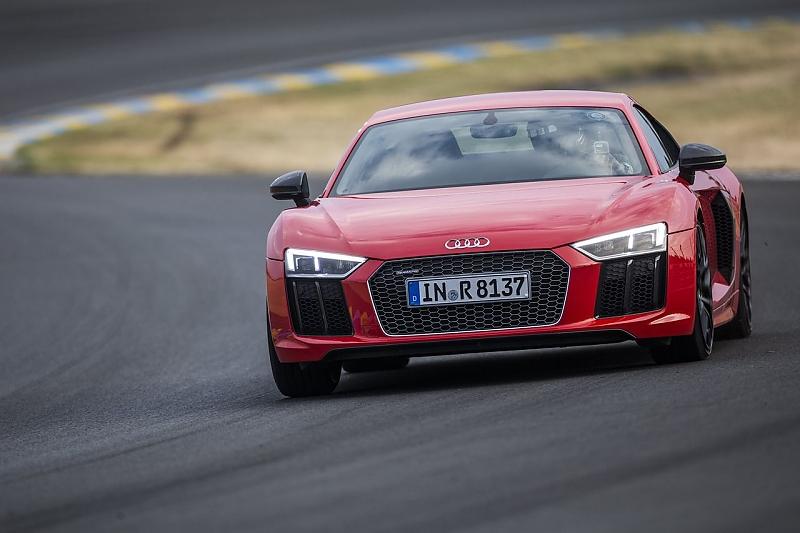 Audi R8 in Le Mans - Artgerechte Haltung