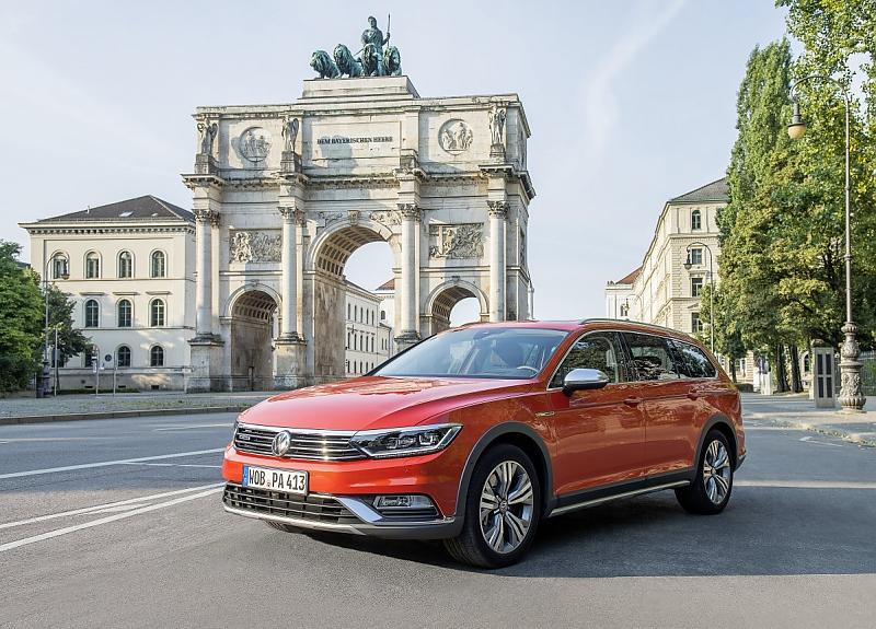 VW Passat Alltrack - Hoch das Bein