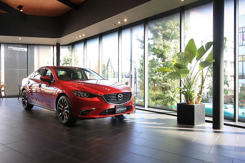 Mazda Autohaus in Tokio - Gefühl vor Zahlen