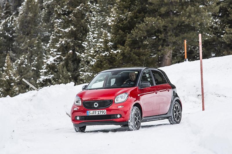 Mit dem Smart Forfour im Schnee - Im Bann des ESP