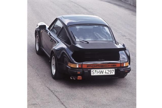 Tradition: 30 Jahre Porsche 911 Turbo vs. Porsche 928 S4 - Power-Duell unter Brüdern