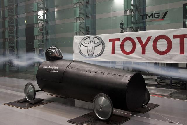 Toyota testet Seifenkiste - Viel Wind um eine schwarze Röhre