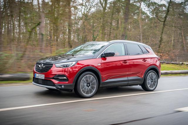 Test: Opel Grandland X Hybrid4  - Potz-Plug-in-Blitz