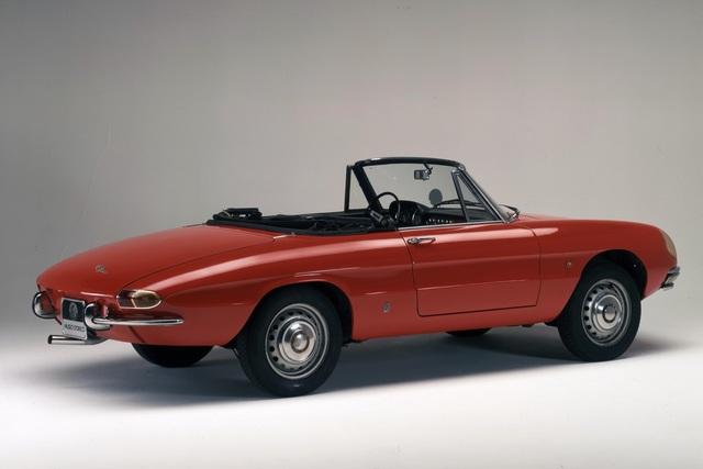 Tradition: 50 Jahre Alfa Romeo Spider - Trotz Tintenfischrücken ein Klassiker (Kurzfassung)