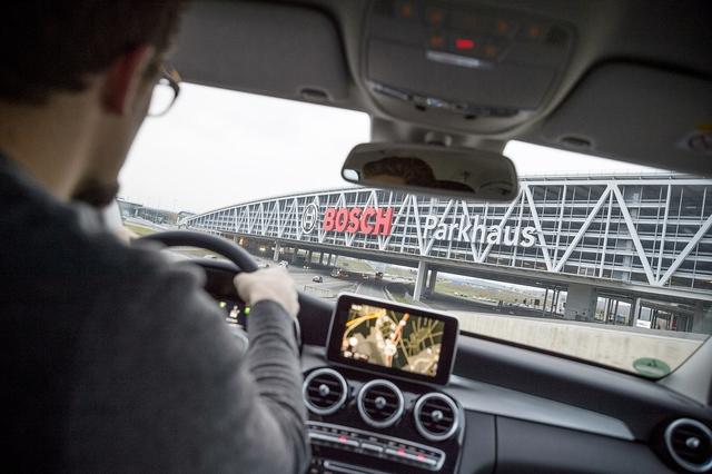 Verkehrsregeln im Parkhaus - Auch ohne Schild gilt die StVO