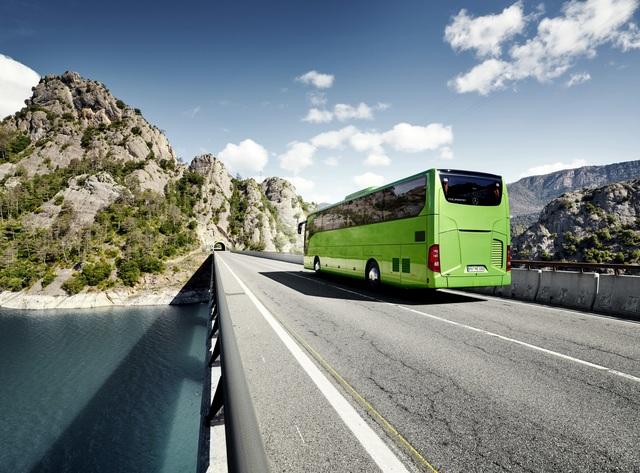 Ratgeber: Sichere Fahrt im Reisebus - Pünktlich einsteigen, anschnallen und ruhig bleiben