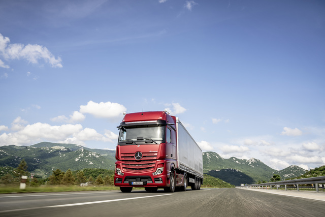 Mercedes Actros  - 40 Tonnen digital
