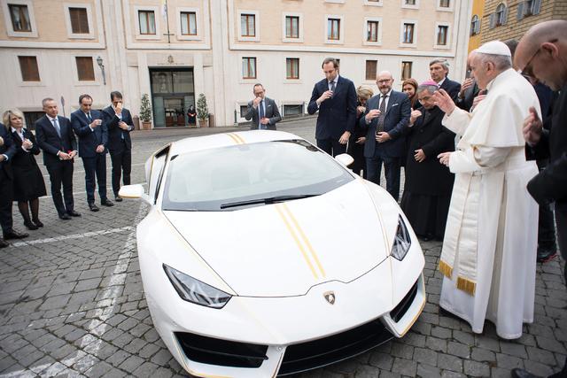 Päpstlicher Lamborghini für den guten Zweck versteigert - Dieses heilige Blechle ist ziemlich teuer