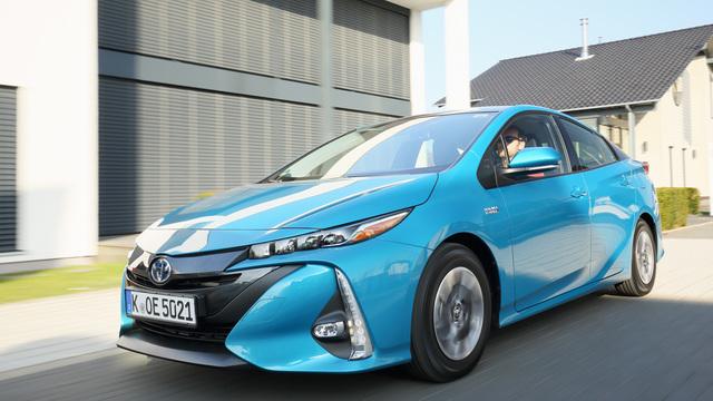 Toyota Prius Plug-in Hybrid  - Nun auch für fünf