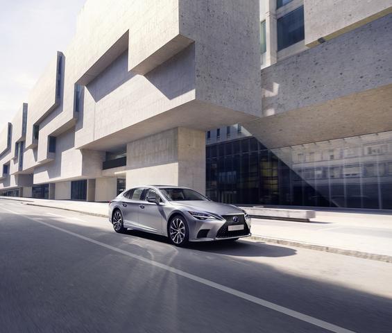 Lifting für Lexus LS  - Sanfter und antrittsstärker