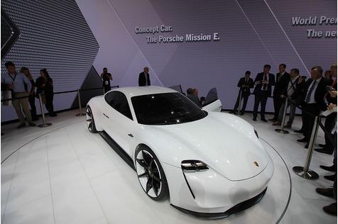 Michael Steiner, Porsche Entwicklungs-Vorstand - Der Sechszylinder-Boxer passt hervorragend zum Elfer