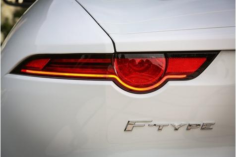Jaguar F-Type 400 Sport Cabrio - Oben ohne im Tunnel