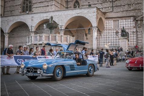Adrian Gattiker und sein Mercedes 300 SL in bayrisch-blau - Die blaue Mauritius