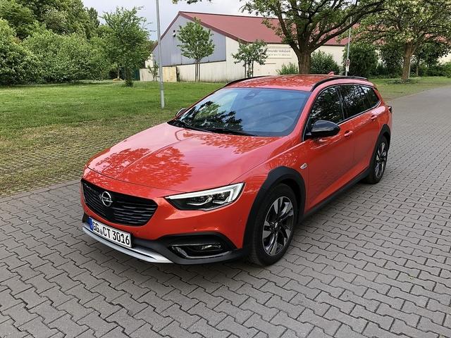 Opel Insignia Country Tourer 2.0 BiTurbo Diesel - Raumgleiter