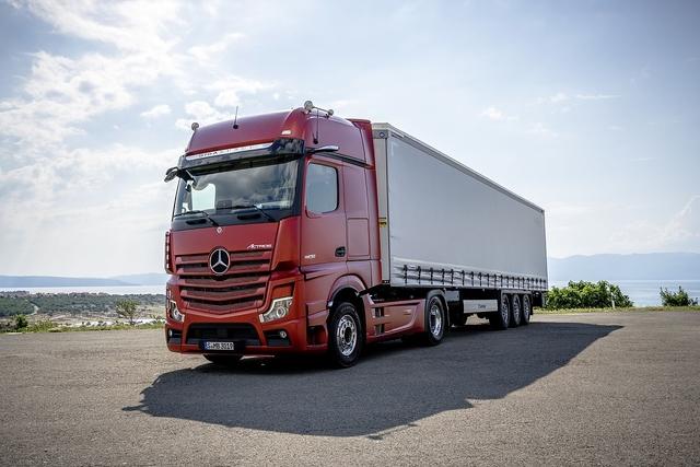 Mercedes Benz Actros - Tech First