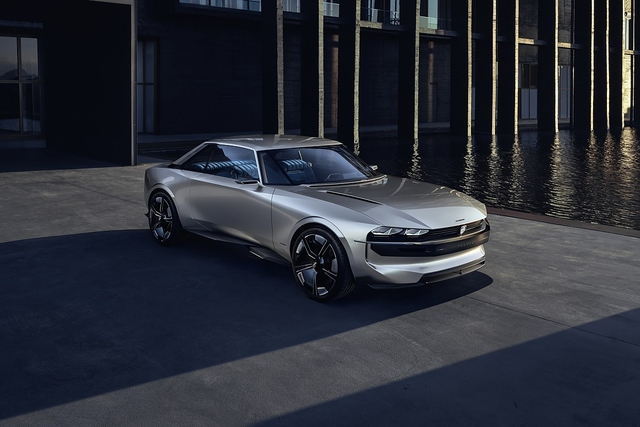 Peugeot e-Legend Concept - Blick zurück - nach vorn
