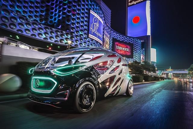 Erste Fahrt im Mercedes Vision Urbanetic - Nachts auf dem Las Vegas Strip