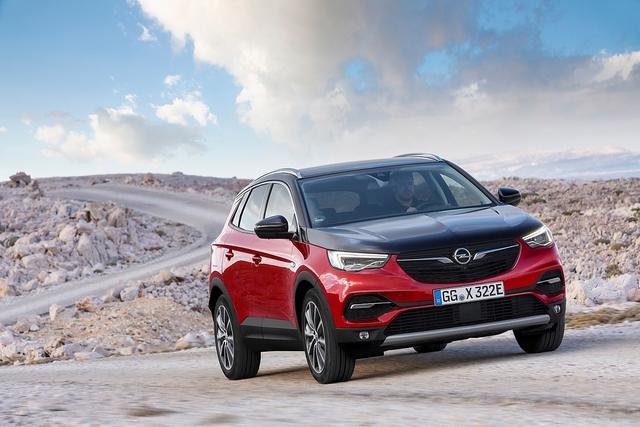 Opel Grandland X Hybrid4 - Leben in Frankreich