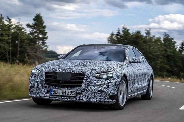 Mitfahrt in der neuen Mercedes S-Klasse W 223 - Zebra entlaufen
