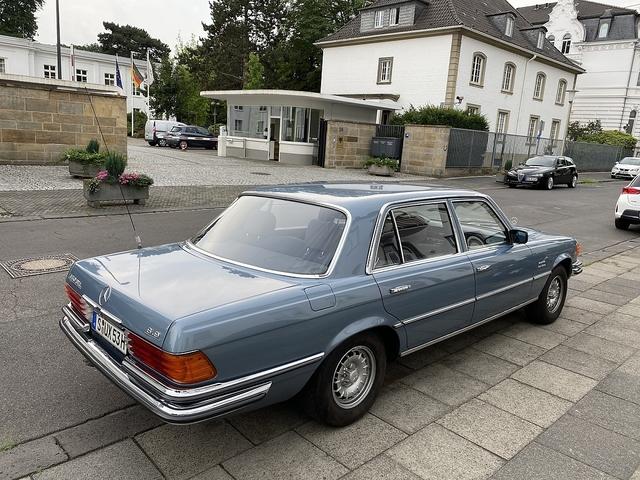 Im Mercedes 450 SEL 6.9 zu deutschen Wirtschaftsstandorten - Schiere Wirtschaftsgröße