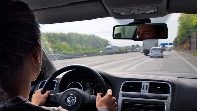 Ratgeber: Richtiges Einfädeln auf Autobahnen - Spurwechsel niemals erzwingen