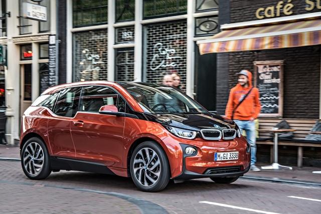 Leichtbaumaterial soll günstiger werden - Künftig mehr Autos mit Karbon-Karosserie?