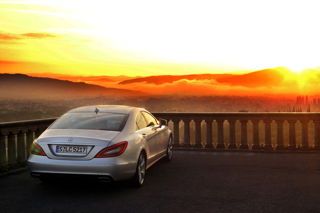 Mercedes-Benz CLS - Herrschaft der Form (Kurzfassung)