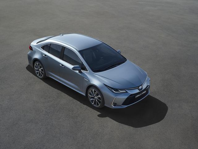 Toyota Corolla Limousine - Stufenheck und Hybridantrieb