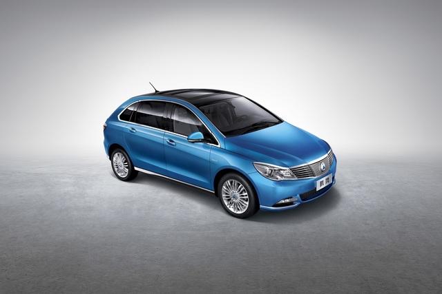Denza 400 - Daimlers China-Stromer kriegt Reichweiten-Schub