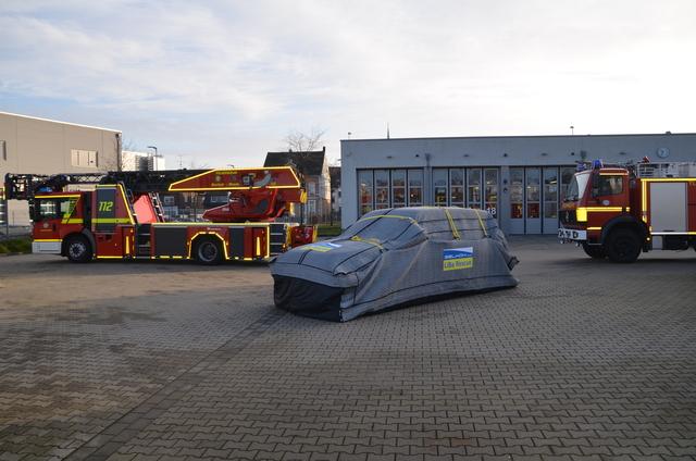 Brandschutzdecke für E-Autos   - Keine Luft für Flammen
