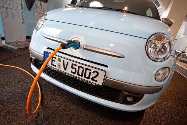 Elektromobilität - Bosch/Samsung liefert Batterien für Fiat 500EV