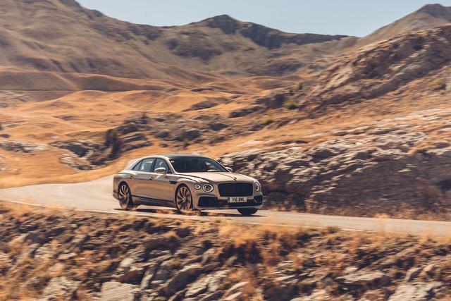 Bentley Flying Spur - Schwarz ist das neue Silber
