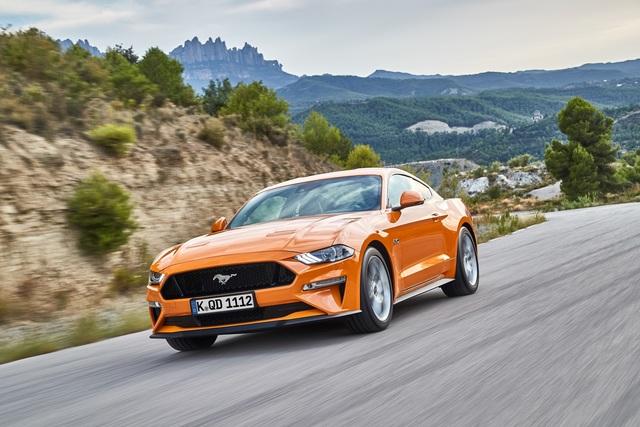 10 Millionen Ford Mustang  - Dem 911 die Rücklichter gezeigt