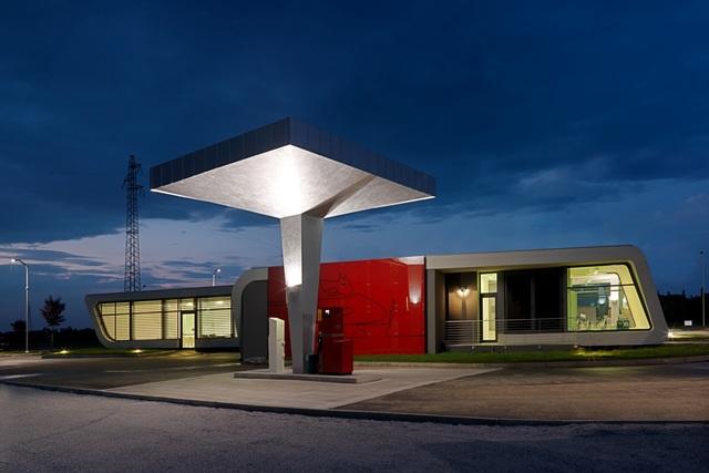 Designer-Tankstelle - Bella Stazione für Bella Macchina