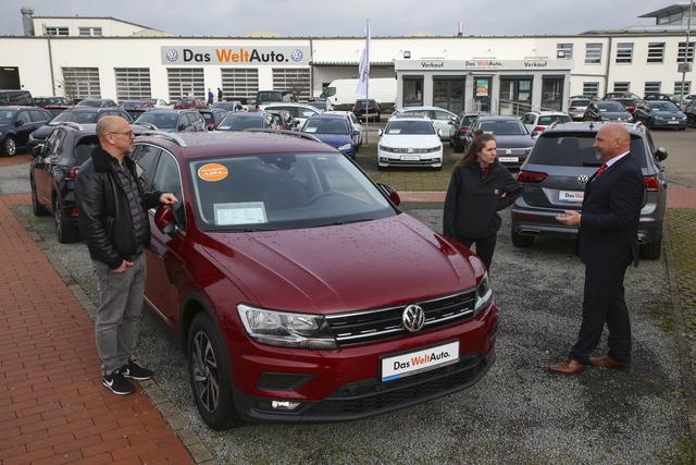Gebrauchtwagenmarkt - Mit auffallenden Farben sparen