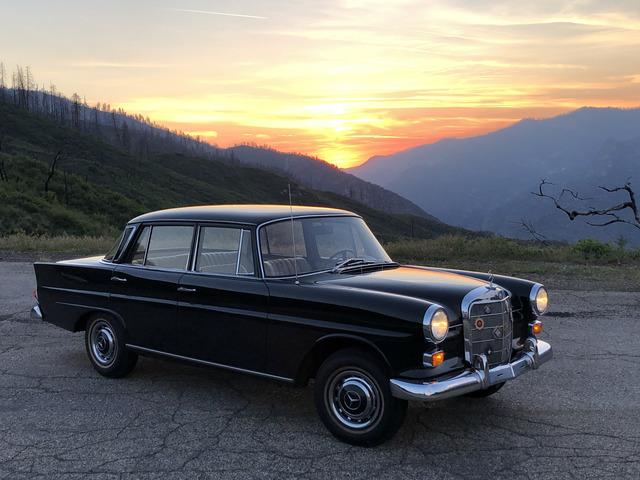 Panorama: Durch den weiten Westen mit einem Mercedes W110 - Kleine Heckflosse auf großer Fahrt