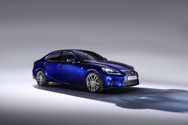 Lexus IS 300h - Komplette Palette